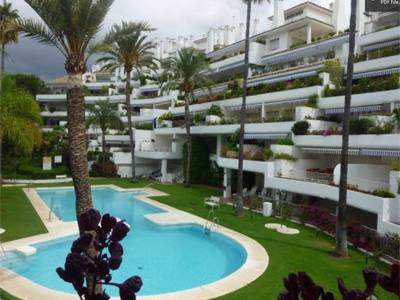 Lovely and bright duplex-penthouse located East of Marbella